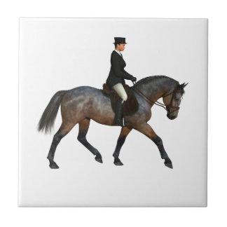小走りに走る馬場馬術の馬のタイル タイル