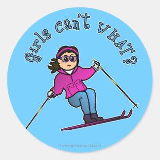 少しの雪のスキーヤー ラウンドシール
