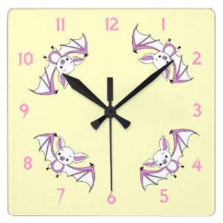 少しピンクのこうもりの子供部屋の柱時計 スクエア壁時計