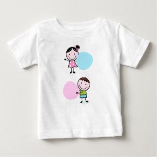 少し落書きの子供-女の子を持つ男の子 ベビーTシャツ