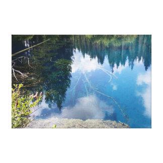 少しcrater湖の青い球体の反射 キャンバスプリント