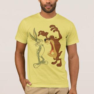 尻込みしないTAZ™およびバッグス・バニーの™ -色 Tシャツ