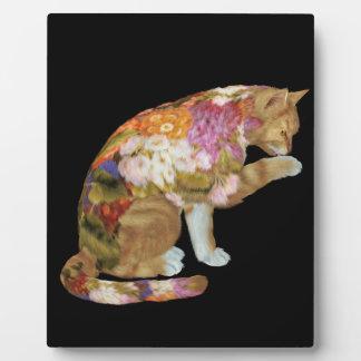 居心地のよく色彩の鮮やかで黄色い子猫猫 フォトプラーク
