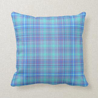 居心地のよく青及び紫色の枕 クッション