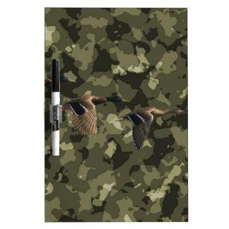 屋外の軍の迷彩柄のカムフラージュのマガモのアヒル ホワイトボード