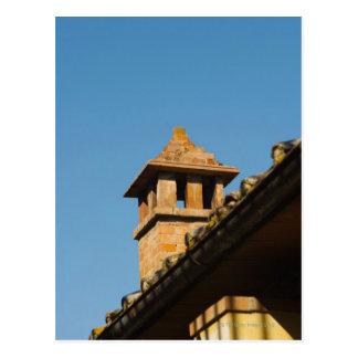 屋根の煙突の低い角度眺め、サン ポストカード