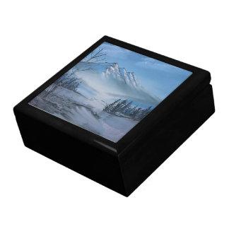 山のギフト用の箱のクリスミラーの雪 ギフトボックス