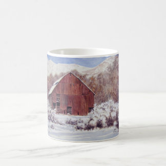 山のマグの雪の納屋 コーヒーマグカップ