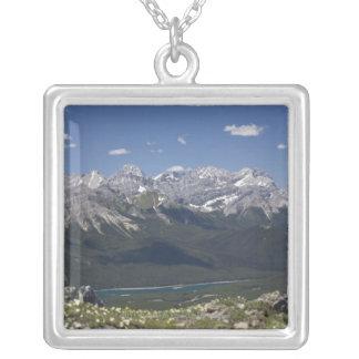 山の上のからの山地そして湖 シルバープレートネックレス