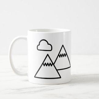 山の冒険のマグ コーヒーマグカップ