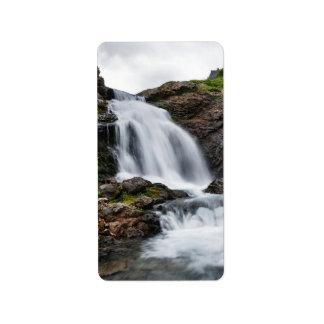 山の川の景色の滝 ラベル