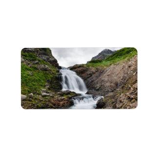 山の川の絵のような滝 宛名ラベル