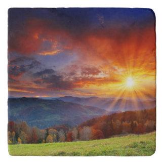 山の景色の威厳のあるな日の出 トリベット