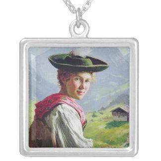 山の景色の帽子を持つ女の子 シルバープレートネックレス
