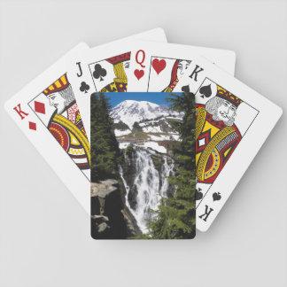 山の滝の写真 トランプ
