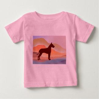 山の蜃気楼のグレートデーン ベビーTシャツ