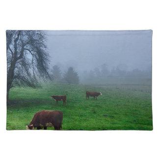 山の農場の牛 ランチョンマット