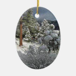 山の雪の嵐の後 セラミックオーナメント