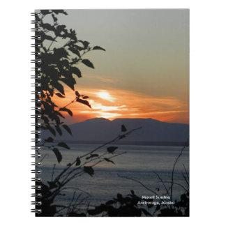 山のSusitnaアラスカのノート ノートブック