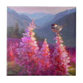 山を持つアラスカの野生の花の《鳥》アメリカゴガラ 正方形タイル小