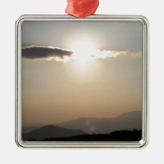 山上の日没 シルバーカラー正方形オーナメント