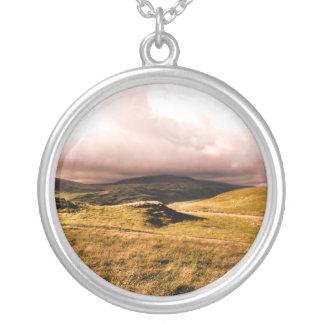 山景色、ウェールズ シルバープレートネックレス
