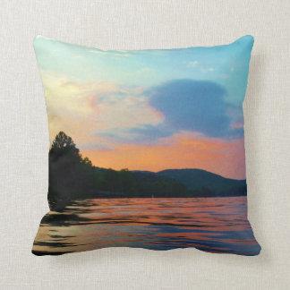 山湖のモモそして青い日没 クッション