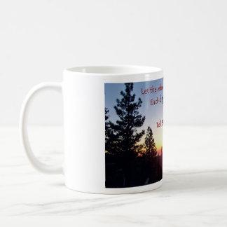 山脈日没、1は16聖なる書物、経典を記録します コーヒーマグカップ