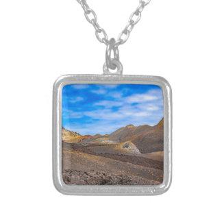 山脈Negraの景色、ガラパゴス、エクアドル シルバープレートネックレス