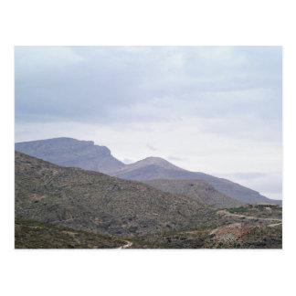 山Alamogordoニューメキシコの女性 ポストカード