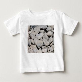 岩が多い道の芸術 ベビーTシャツ