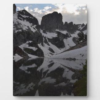 岩山の反射の壮大なTetonの国立公園の湖 フォトプラーク