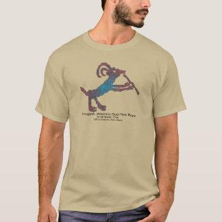 岩石彫刻、マウンテンゴートのフルートプレーヤー Tシャツ