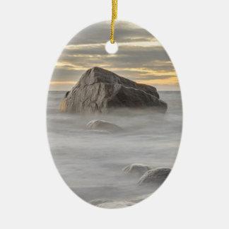 岬のPurakkariの日没のバルト海、エストニア 陶器製卵型オーナメント