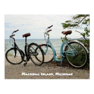 島- Mackinacの島、ミシガン州--を自転車に乗って下さい ポストカード