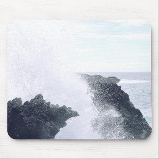 崖で壊れる波 マウスパッド