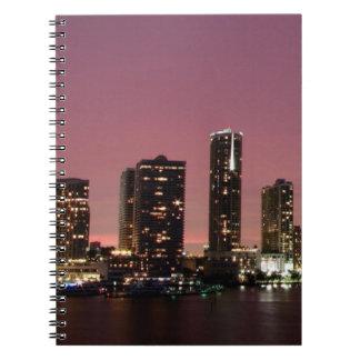 嵐の後のマイアミ上の日没ライト ノートブック