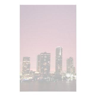 嵐の後のマイアミ上の日没ライト 便箋