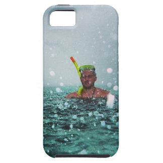 嵐の海でスノーケリングしている人 iPhone SE/5/5s ケース