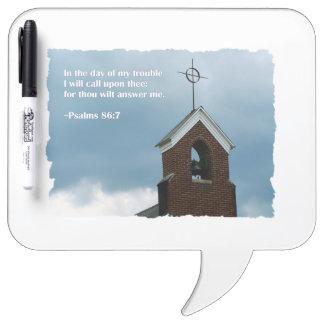 嵐の聖書の詩の賛美歌の86:7の教会尖塔 ホワイトボード