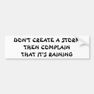 嵐を作成しそしてそれ雨が降っています不平を言って下さい バンパーステッカー