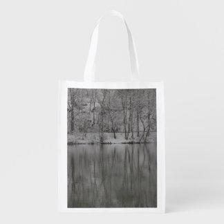 川による雪が多い木 エコバッグ