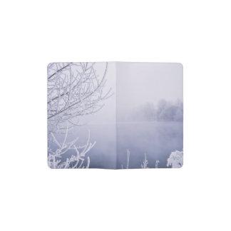 川による霧深い冬の日 ポケットMoleskineノートブック