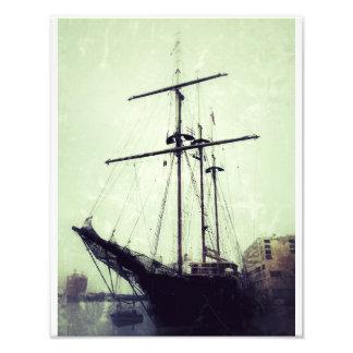 川の通りの高い船 フォトプリント