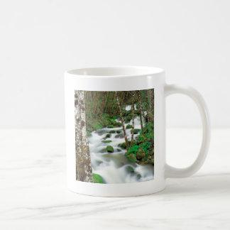 川のDeltaalders Siskiyouの森林オレゴン コーヒーマグカップ