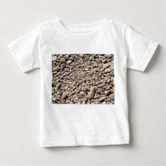 川は小石を揺すります ベビーTシャツ