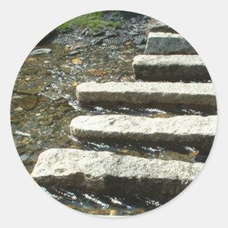 川を渡る花こう岩の飛石 ラウンドシール