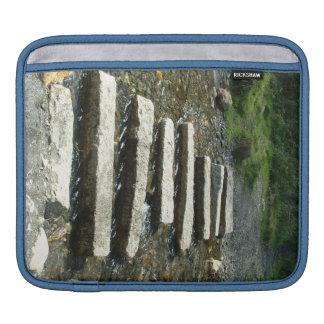 川を渡る花こう岩の飛石 iPadスリーブ