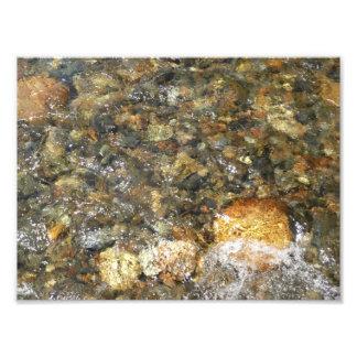 川擦り切れたな小石ブラウンおよび灰色の自然な抽象芸術 フォトプリント