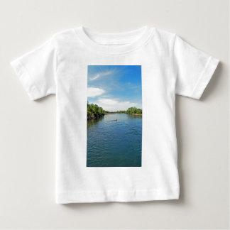 """""""川""""のの下で先頭に立ちますコレクション ベビーTシャツ"""